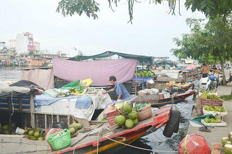 """Noi nhung phu nu lay """"thuyen lam nha"""" giua long Sai Gon - Anh 1"""