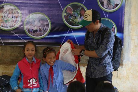 MC Phan Anh tro lai mien Trung, du kien lam be boi di dong cho hoc sinh vung lu - Anh 5
