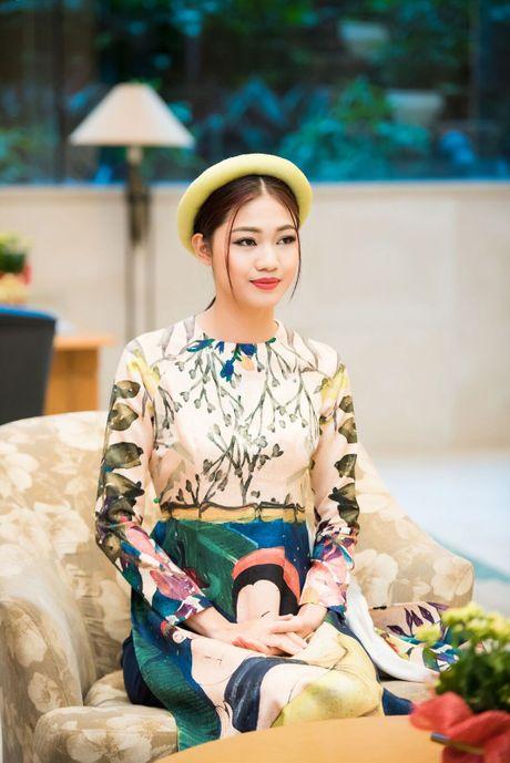 A hau Thanh Tu thoi mien moi anh nhin khi dien ao dai cach tan - Anh 3