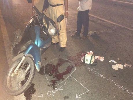 Tai nan giao thong ngay 14/11: Co gai khoc ngat khi chung kien ban trai bi xe tai can - Anh 3
