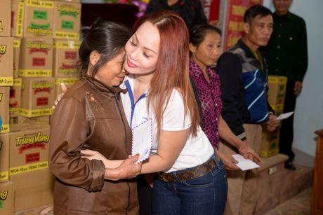 Nguoi dan Ha Tinh cam dong truoc tam long cua cac Hoa Hau Phu Nhan - Anh 4