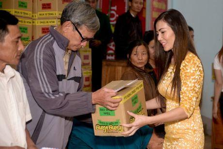 Nguoi dan Ha Tinh cam dong truoc tam long cua cac Hoa Hau Phu Nhan - Anh 5