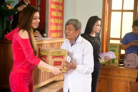 Nguoi dan Ha Tinh cam dong truoc tam long cua cac Hoa Hau Phu Nhan - Anh 7