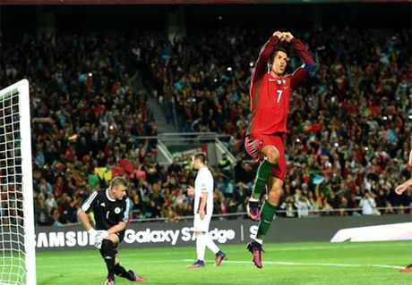 Ronaldo lap tuyet pham vo le, Bo Dao Nha dai thang - Anh 3