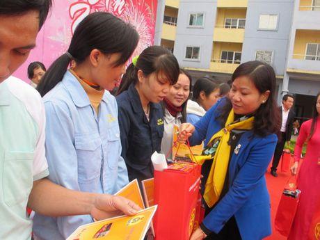 Trao 1.000 suat qua cho cong nhan kho khan dip Tet Dinh Dau - Anh 1