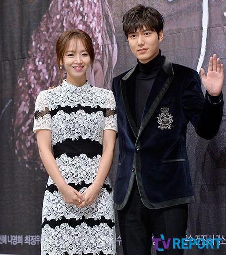 Lee Min Ho va Jun Ji Hyun dep doi trong hop bao Huyen thoai bien xanh - Anh 11