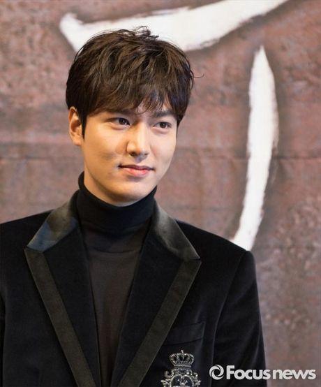 Lee Min Ho va Jun Ji Hyun dep doi trong hop bao Huyen thoai bien xanh - Anh 5
