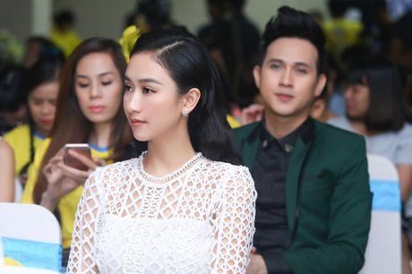 'Chi em' Ha Thu - Nam Em dien vay doi lap khoe nhan sac yeu kieu - Anh 3