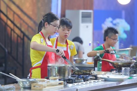 Vua dau bep nhi: Khong dong y Thanh Hai lam doi truong, Phuong Linh bat khoc - Anh 4
