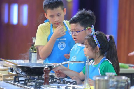 Vua dau bep nhi: Khong dong y Thanh Hai lam doi truong, Phuong Linh bat khoc - Anh 7