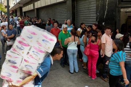 Venezuela gia han tinh trang kinh te khan cap lan thu nam trong nam nay - Anh 1