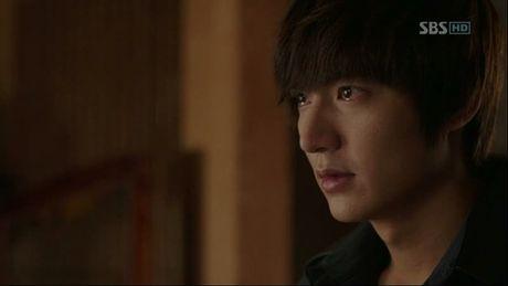Dep trai chua du, Lee Min Ho con chung minh kha nang dien xuat khong kem ai! - Anh 4
