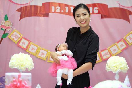 Hoa hau Ngoc Han nhan con gai Hong Que lam con nuoi - Anh 2