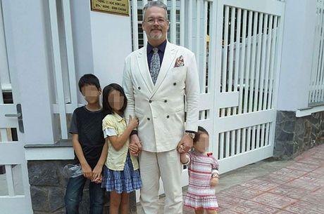 Ong Tay va cuoc tinh chua hoi ket voi 2 'vo' Viet - Anh 1
