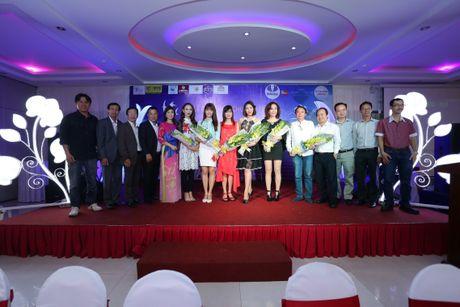 Hoai Linh, Thuy Nga khong nhan cat xe, ung ho hoc sinh Khanh Hoa - Anh 1