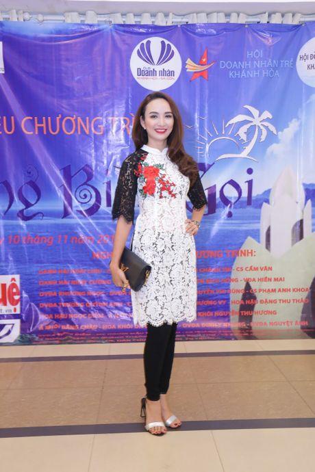 Hoai Linh, Thuy Nga khong nhan cat xe, ung ho hoc sinh Khanh Hoa - Anh 2