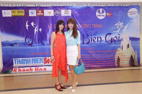 Hoai Linh, Thuy Nga khong nhan cat xe, ung ho hoc sinh Khanh Hoa - Anh 3