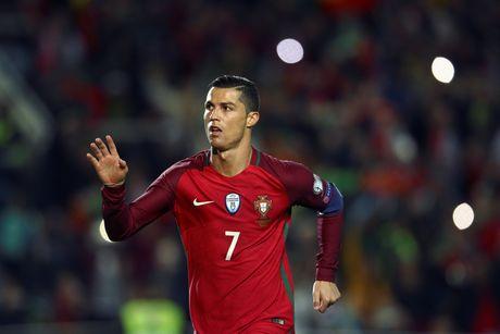 Ronaldo ghi ban dang cap giup Bo Dao Nha de bep Latvia 4-1 - Anh 3