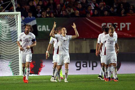 Ronaldo ghi ban dang cap giup Bo Dao Nha de bep Latvia 4-1 - Anh 4