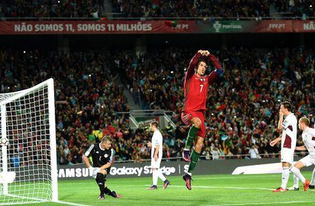 Ronaldo ghi ban dang cap giup Bo Dao Nha de bep Latvia 4-1 - Anh 6