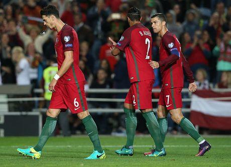 Ronaldo ghi ban dang cap giup Bo Dao Nha de bep Latvia 4-1 - Anh 7