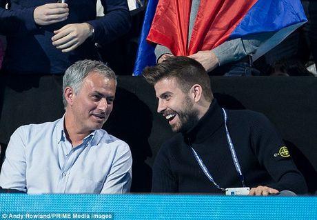 Nghi van Jose Mourinho muon dua Pique ve MU - Anh 3