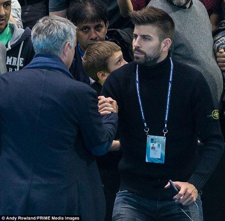 Nghi van Jose Mourinho muon dua Pique ve MU - Anh 4