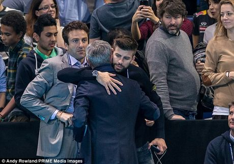 Nghi van Jose Mourinho muon dua Pique ve MU - Anh 5