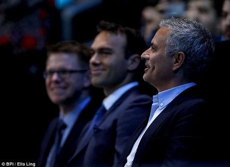 Nghi van Jose Mourinho muon dua Pique ve MU - Anh 6