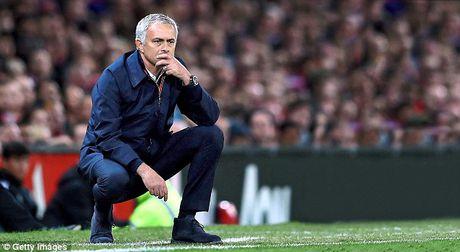 Nghi van Jose Mourinho muon dua Pique ve MU - Anh 9