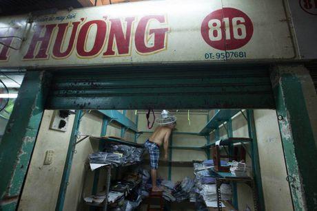 Tieu thuong Sai Gon hoi ha don hang truoc ngay dong cua cho Binh Tay - Anh 5