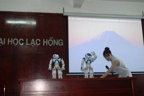 Truong DH chi nua ti mua robot day ngoai ngu cho sinh vien - Anh 1