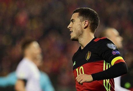 CAP NHAT sang 14/11: Ronaldo lap cu dup. Mourinho 'song hanh' voi Pique. Hazard chan thuong - Anh 3