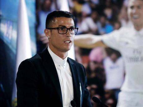 Cristiano Ronaldo co the bi phat vi deo kinh... SAI LUAT - Anh 1