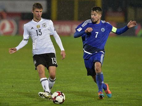 HLV Low benh vuc Muller vu phat ngon 'soc' sau tran gap San Marino - Anh 1