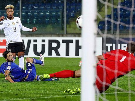 HLV Low benh vuc Muller vu phat ngon 'soc' sau tran gap San Marino - Anh 3