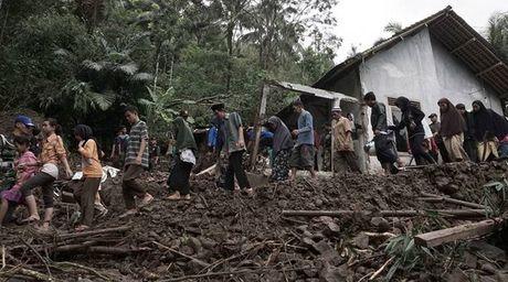 Indonesia: Hon 6.000 nguoi tai tinh Tay Java phai so tan do lu lut - Anh 1