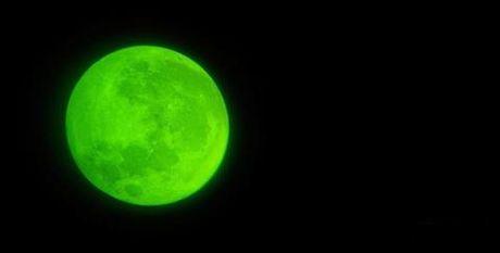 Clip: Xuat hien hai UFO bay qua sieu trang - Anh 6