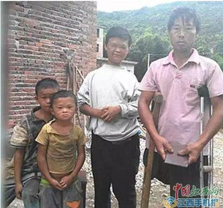 TQ: Cau be duoc 'quy nhan phu tro' vi qua giong Jack Ma - Anh 2