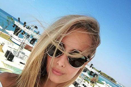 Viktoria Varga - sieu mau Hungary mang bikini khoe than nong bong - Anh 7