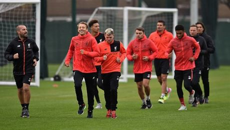 Vang cac hoc tro, Klopp 'tung hoanh' tren san tap cua Liverpool - Anh 2