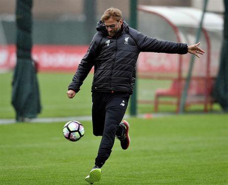 Vang cac hoc tro, Klopp 'tung hoanh' tren san tap cua Liverpool - Anh 4
