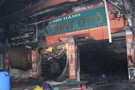Canh hoang tan sau vu chay cua hang noi that o Quang Ninh - Anh 4