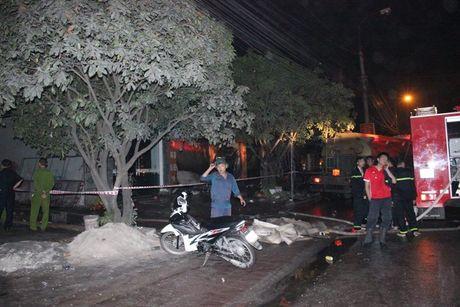 Canh hoang tan sau vu chay cua hang noi that o Quang Ninh - Anh 10