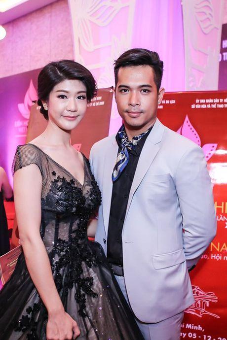 Duong tinh tuong em dep cua Truong The Vinh va ban gai co truong - Anh 1