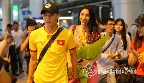 Dang status co vu Cong Vinh, Thuy Tien bi 'nhac kheo' khi nham loi nghiem trong - Anh 3