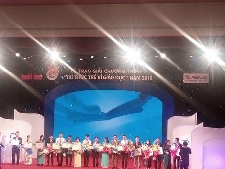 Le trao giai chuong trinh 'Tri thuc tre vi giao duc' nam 2016 - Anh 1