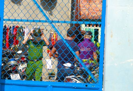 TP Ho Chi Minh: Mot nguoi ban ve so chet trong tu the treo co - Anh 2