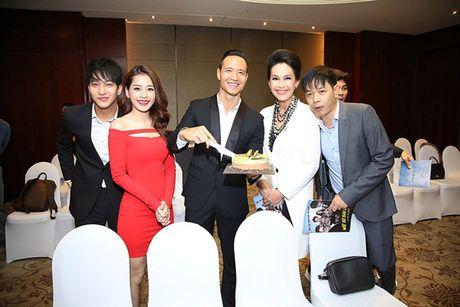 Chi Pu khoe duong cong voi vay body bo sat - Anh 3