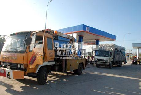 Khong bang lai, cho hang qua 300% tai trong, tai xe de lai xe roi bo tron - Anh 1